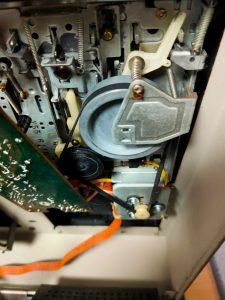 MZ-80K2のカセットデータレコーダーのベルト交換
